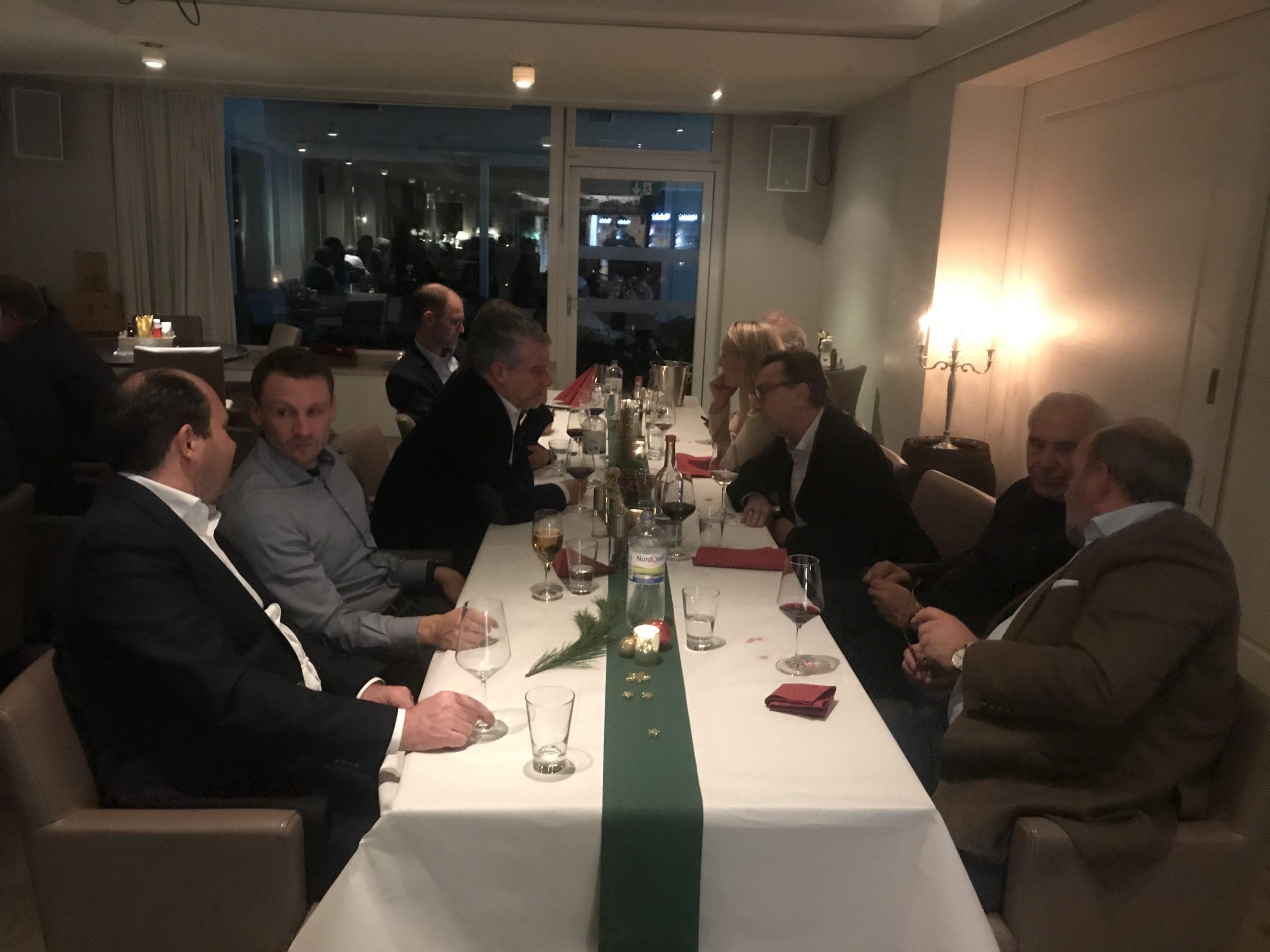 Am 11.12.2019 trafen wir uns zu unserer Weihnachtsfeier im HTHC Clubhaus. Beim Gänse-Essen gab es tolle Gespräche, ein wenig Jahresrückblick und leckeren Rotwein. Ein gutes erstes Jahr im HTHC Businessclub neigte sich dem Ende